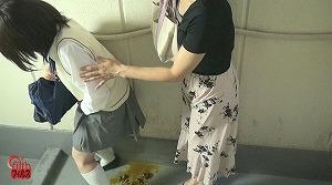 1_2トイレ前行列中 うんこ漏らし女!2